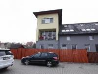 parkovací stání přímo u bytu (Prodej bytu 3+kk v osobním vlastnictví 74 m², Polepy)