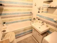 koupelna s vanou (Prodej bytu 3+kk v osobním vlastnictví 74 m², Polepy)