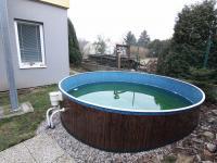 bazén s filtrací (Prodej bytu 3+kk v osobním vlastnictví 74 m², Polepy)