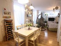 pohled do obývacího pokoje (Prodej bytu 3+kk v osobním vlastnictví 74 m², Polepy)