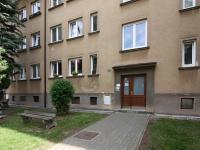 Vchod do domu (Prodej bytu 3+1 v osobním vlastnictví 60 m², Kolín)