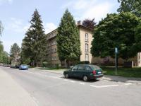 Pohled na dům (Prodej bytu 3+1 v osobním vlastnictví 60 m², Kolín)