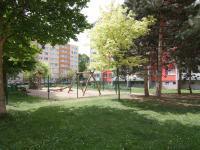 Dětské hřiště nedaleko od domu (Prodej bytu 3+1 v osobním vlastnictví 60 m², Kolín)
