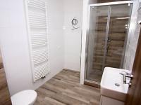 koupelna + WC (Prodej bytu 2+kk v osobním vlastnictví 50 m², Velim)