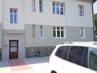vstup do domu (Prodej bytu 3+1 v osobním vlastnictví 70 m², Velim)