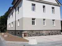 pohled na dům z ulice (Prodej bytu 3+1 v osobním vlastnictví 70 m², Velim)