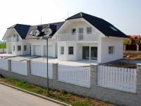 k pronájmu prává polovida dvojdomu (Pronájem domu v osobním vlastnictví 187 m², Velké Přílepy)