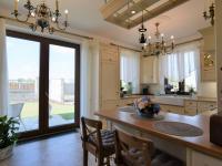 terasa u kuchyně - Pronájem domu v osobním vlastnictví 300 m², Jesenice