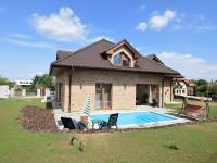 pohled na dům - Pronájem domu v osobním vlastnictví 300 m², Jesenice