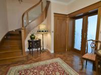 vstupní hala, schodiště a komora pod schody - Pronájem domu v osobním vlastnictví 300 m², Jesenice