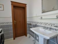 vstup do technické místnosti a přímo na zahradu - Pronájem domu v osobním vlastnictví 300 m², Jesenice