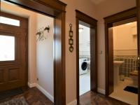 koupelna a toaleta u vstupních dveří - Pronájem domu v osobním vlastnictví 300 m², Jesenice