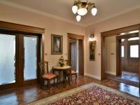 pohled na vstupní dveře a zádveří - Pronájem domu v osobním vlastnictví 300 m², Jesenice