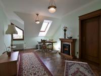 ložnice/pracovna, 20 m2 s elektrickým krbem a šatnou - Pronájem domu v osobním vlastnictví 300 m², Jesenice