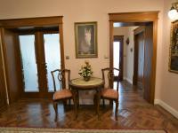hala se vstupem do obývacího pokoje a kuchyně - Pronájem domu v osobním vlastnictví 300 m², Jesenice