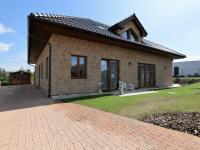 příjezd k domu, parkovací stání - Pronájem domu v osobním vlastnictví 300 m², Jesenice