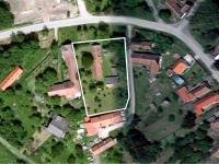 zastavěná a zahradní plocha pozemku - Prodej domu v osobním vlastnictví 3274 m², Smidary