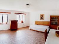 přízemí - místnost s kuchyňským koutem - Prodej domu v osobním vlastnictví 248 m², Smidary
