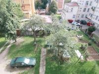 Zahrada a parkování za domem (Prodej bytu 2+kk v osobním vlastnictví 54 m², Kutná Hora)