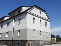pohled na dům z ulice (Prodej bytu 3+kk v osobním vlastnictví 60 m², Velim)