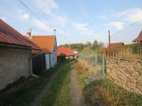 Vlevo domek, vpravo parcela se stodolou - Prodej domu v osobním vlastnictví 34 m², Svojšice