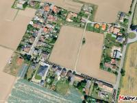 Klidná residenční část obce Svobodné Dvory, zdroj mapy.cz - Prodej domu v osobním vlastnictví 102 m², Hradec Králové