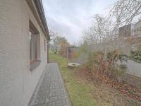 Pohled na dům a zahradu - Prodej domu v osobním vlastnictví 102 m², Hradec Králové
