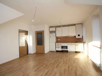 pokoj I + kuchyň - Pronájem bytu 3+kk v osobním vlastnictví 64 m², Uhlířské Janovice