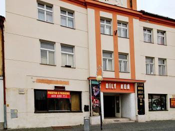 pohled z náměstí - Pronájem obchodních prostor 206 m², Čáslav