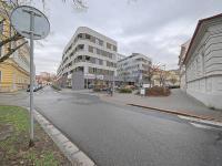 Pohled na bytový dům Street (Pronájem obchodních prostor 201 m², Kolín)