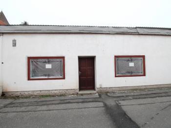 pohled z ulice - Pronájem obchodních prostor 48 m², Čáslav
