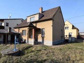 pohled na dům - Prodej domu v osobním vlastnictví 90 m², Starý Kolín