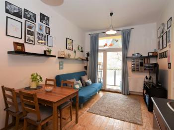 obývací pokoj se vstupem na balkon - Prodej bytu 2+kk v družstevním vlastnictví 55 m², Praha 9 - Vysočany