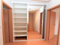 šatní skříň - Prodej domu v osobním vlastnictví 125 m², Dobročovice