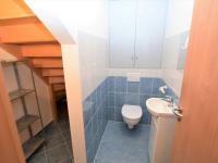 samostatná toaleta s úložným prostorem, 5 m2 - Prodej domu v osobním vlastnictví 125 m², Dobročovice