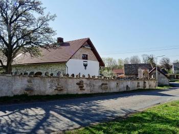 Pohled z ulice - Prodej domu v osobním vlastnictví 698 m², Miskovice