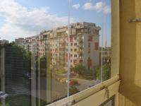 Pohled ze zasklené lodžie - Prodej bytu 2+kk v osobním vlastnictví 47 m², Praha 3 - Žižkov