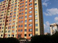 Pohled na dům - východní vstup - Prodej bytu 2+kk v osobním vlastnictví 47 m², Praha 3 - Žižkov