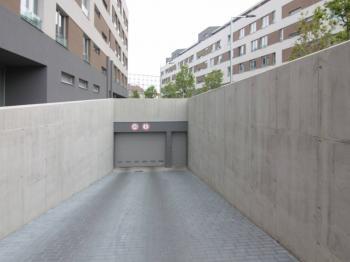 Vjezd do garáží - Pronájem garážového stání 14 m², Kolín
