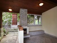 zastřešená terasa s krbem - Prodej domu v osobním vlastnictví 105 m², Louňovice
