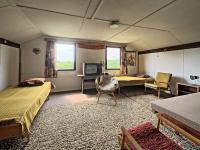 Velký pokoj v patře - Prodej chaty / chalupy 65 m², Miskovice