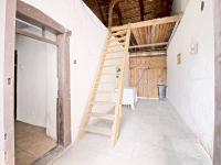 Schodiště do podkroví - Prodej domu v osobním vlastnictví 73 m², Žiželice