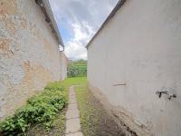 Vstup na malý pozemek - Prodej domu v osobním vlastnictví 73 m², Žiželice