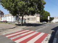 autobusové zastávky před obchodním domem - Pronájem komerčního objektu 1500 m², Kolín