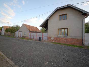 Prodej domu v osobním vlastnictví 150 m², Zásmuky