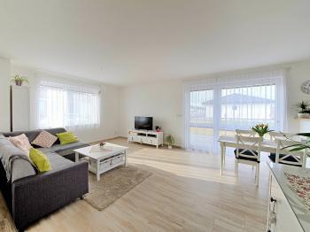 Obývací pokoj - Prodej domu v osobním vlastnictví 115 m², Cerhenice
