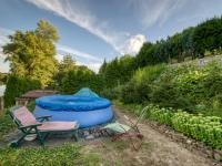 ležení u bazénu - Prodej pozemku 500 m², Kolín