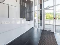 recepce rezidenčního komplexu (Prodej bytu 5+kk v osobním vlastnictví 169 m², Praha 5 - Smíchov)