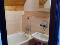 Koupelna v patře. (Prodej chaty / chalupy 160 m², Trojanovice)