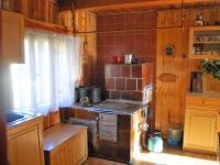 Kuchyň s kachlovými kamny (Prodej chaty / chalupy 134 m², Staré Hamry)